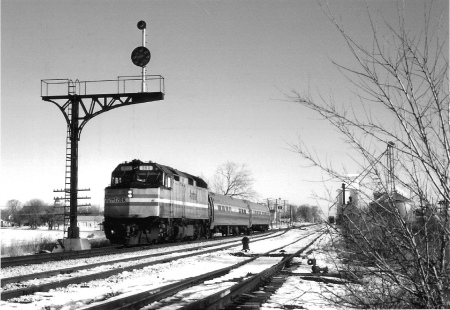 The Loop typically ran with Amfleet equipment for much of its life. The southbound Loop is shown in February 1991, at O'Dell, Illinois. (Photograph by Robert Banke)