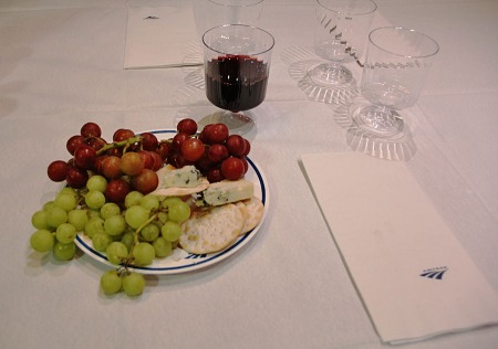 The welcome board reception in the Lake Shore Limited diner in Chicago included wine and cheese, but also crackers and grapes.